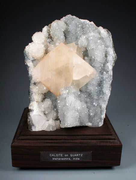7555 - CALCITE on QUARTZ