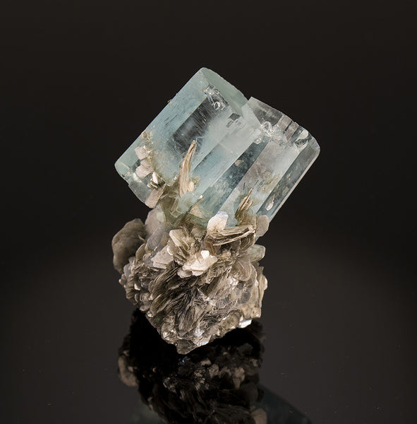 7561 - AQUAMARINE on MUSCOVITE