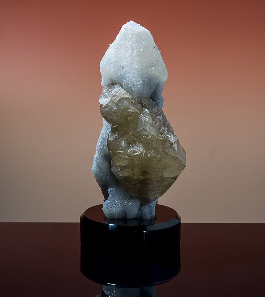 7632 - CALCITE on CHALCEDONY