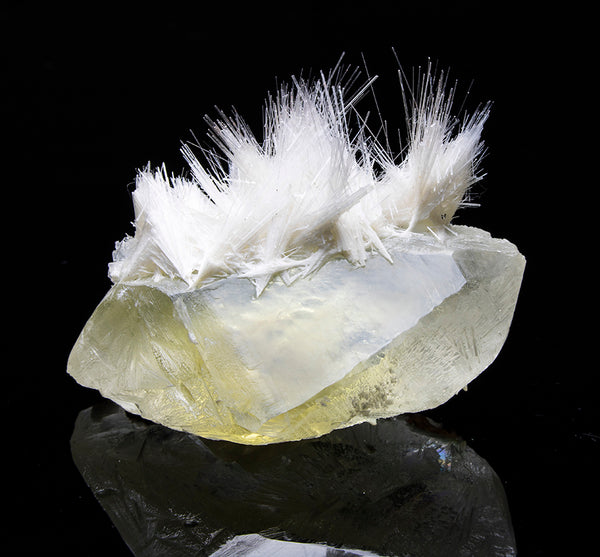 7698 - MESOLITE on CALCITE