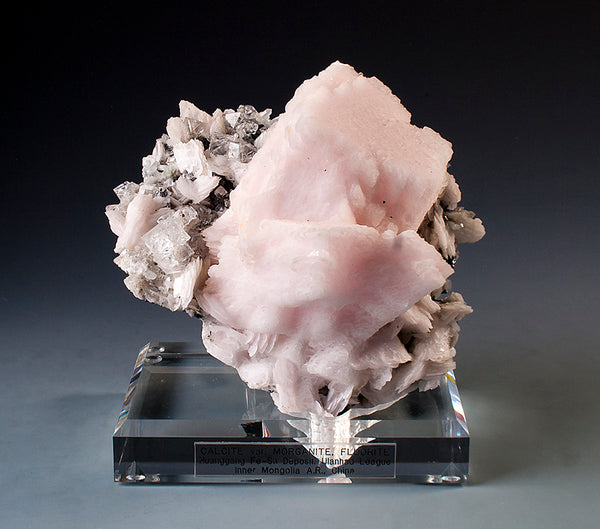 7800 - CALCITE v. MANGANOAN with FLUORITE