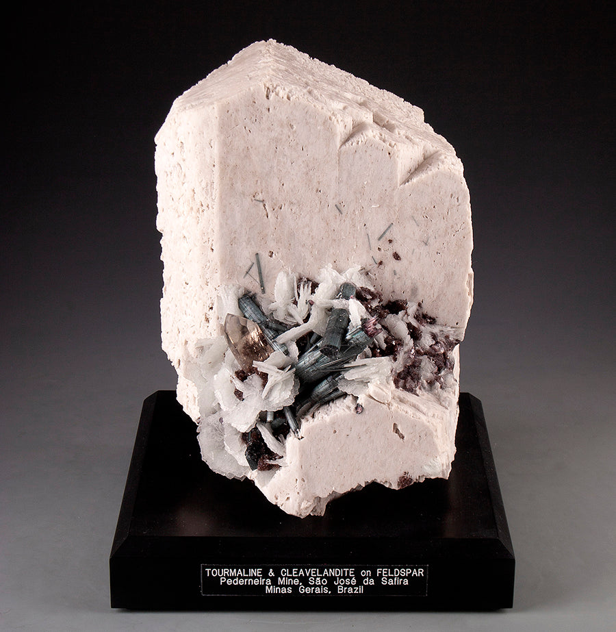 7901 - TOURMALINE & CLEAVELANDITE on FELDSPAR