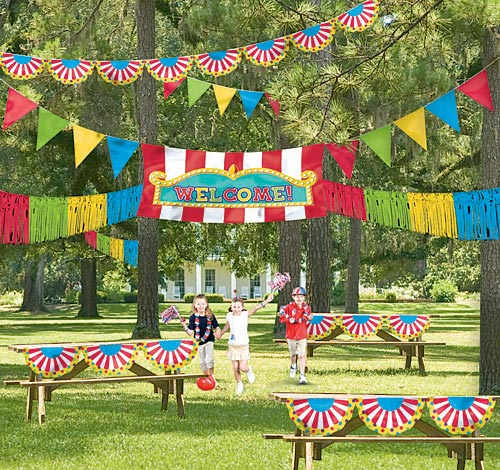 Outdoor Carnival Decorating Kit