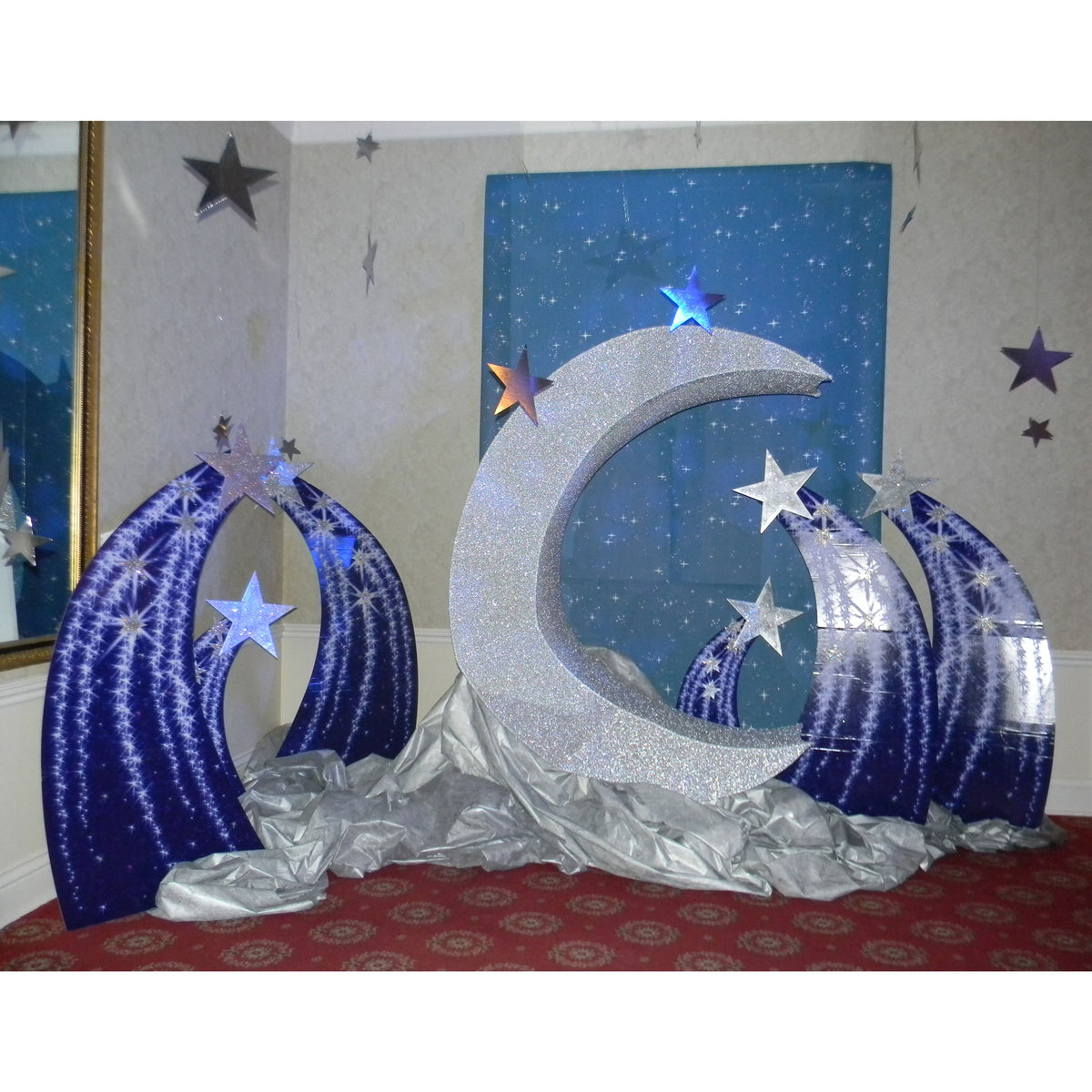3 ft. 10 in. to 6 ft. 2 in. Shooting Star Standee Set