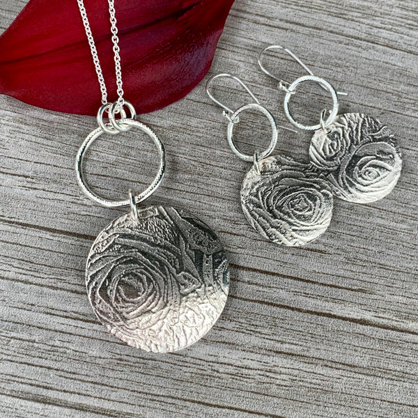 Bed of Roses Necklace