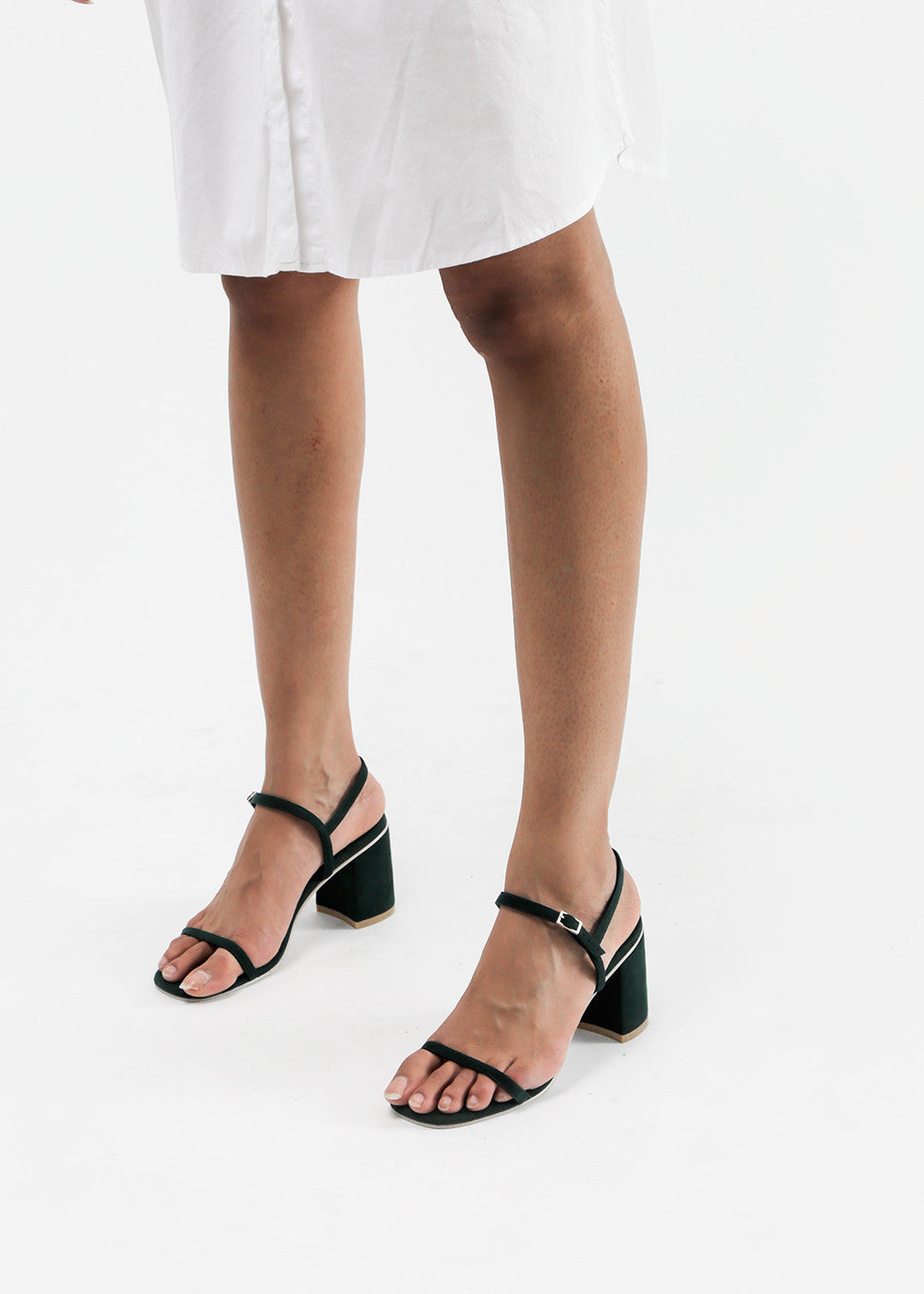 Simple Sandal in Chlor