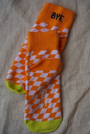 "Richer Poorer drive checkered orange ankle socks""BYE"" embroidered 