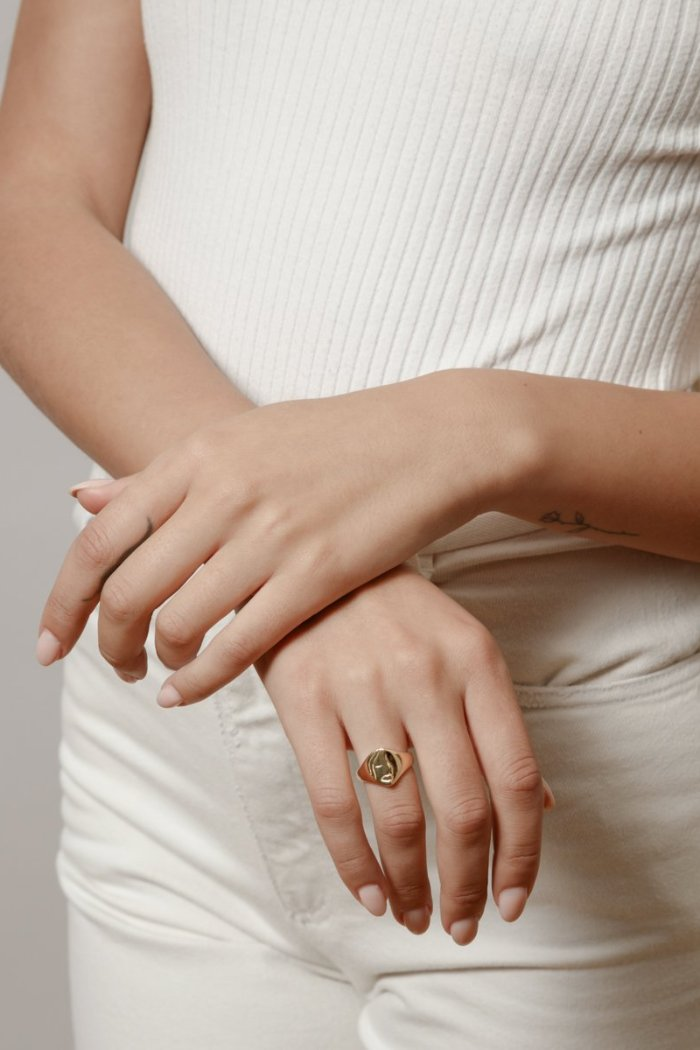ILONA SIGNET RING GOLD