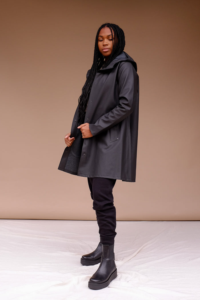 STUTTERHEIM MOSEBACKE RAIN JACKET matte BLACK | PIPE AND ROW boutique