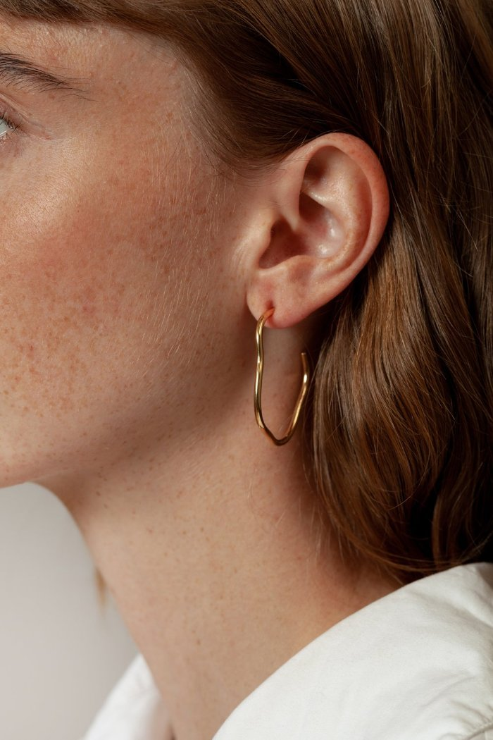 Wolf Circus Arp wavy hoop earrings | Pipe and RowWolf Circus Arp wavy hoop earrings gold | Pipe and Row