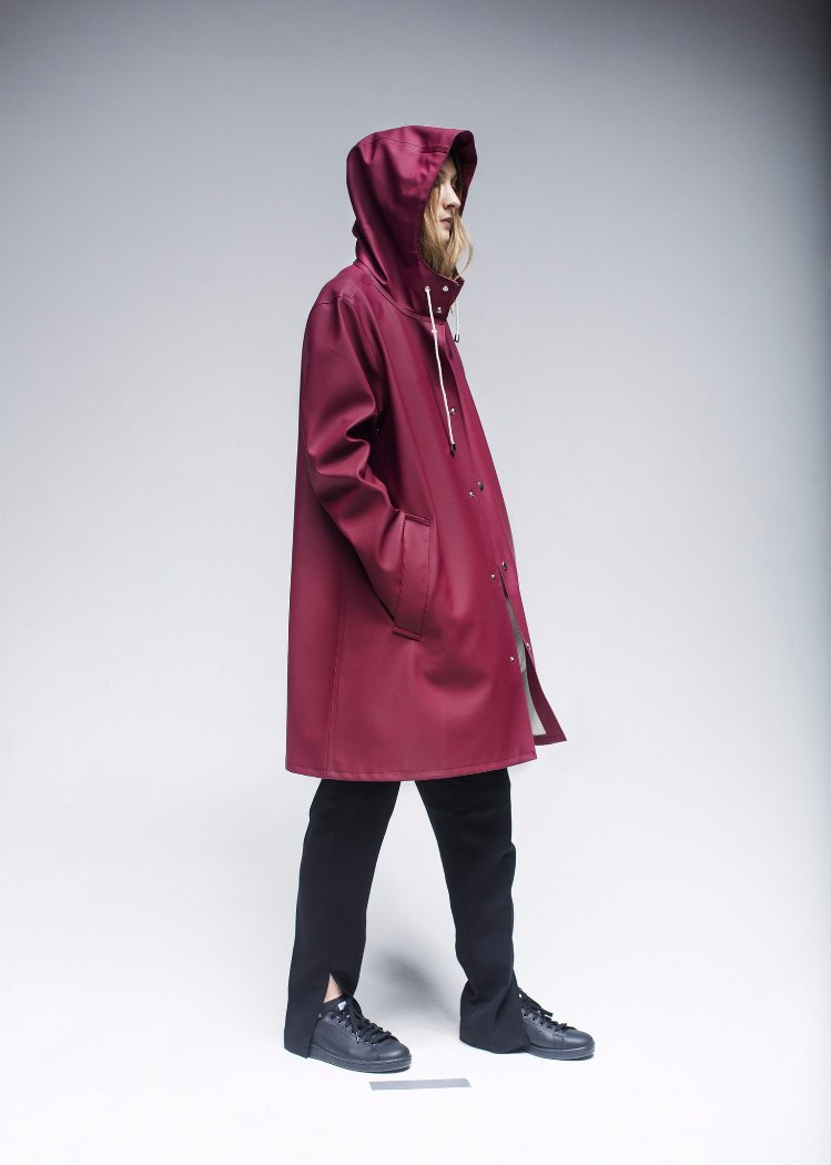 STUTTERHEIM MOSEBACKE RAIN JACKET BURGUNDY | PIPE AND ROW