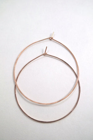 Minimalist hoops lightly hammered earrings 14k rose gold | Pipe and Row