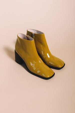 Intentionally blank Hugs 2 bootie mustard patent leather | pipe and row