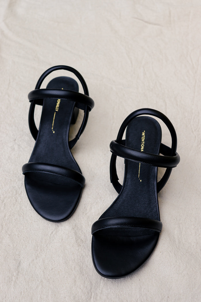 pipe and row intentionally blank Kimi sandal black