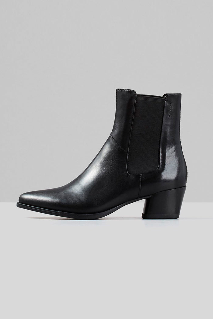 Vagabond Lara black leather, pointed toe, chelsea boots | Pipe and Row