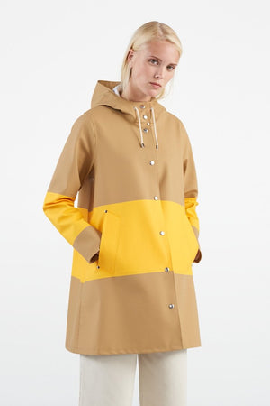 Stutterheim Mosebacke sand yellow stripe raincoat color block | pipe and row