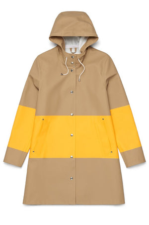 Stutterheim Mosebacke sand yellow stripe raincoat color blocked | pipe and row