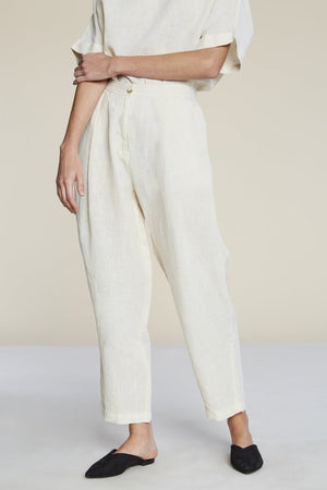 Filosofia Ella cream vanilla linen pleat-front trousers flattering tapered leg | Pipe and Row