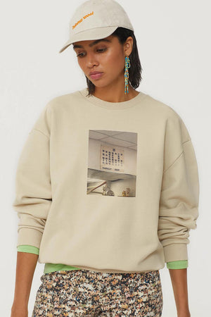 HOSTAL CREWNECK SWEATSHIRT