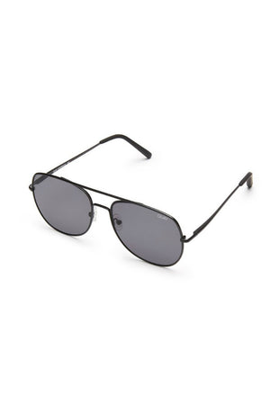 living large aviator sunglasses black/smoke quay | pipe and row boutique