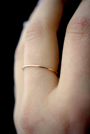 smooth stacking ring gold hannah naomi | pipe and row