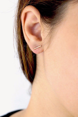 Hannah Naomi mini bar line stud earrings gold | PIPE AND ROW