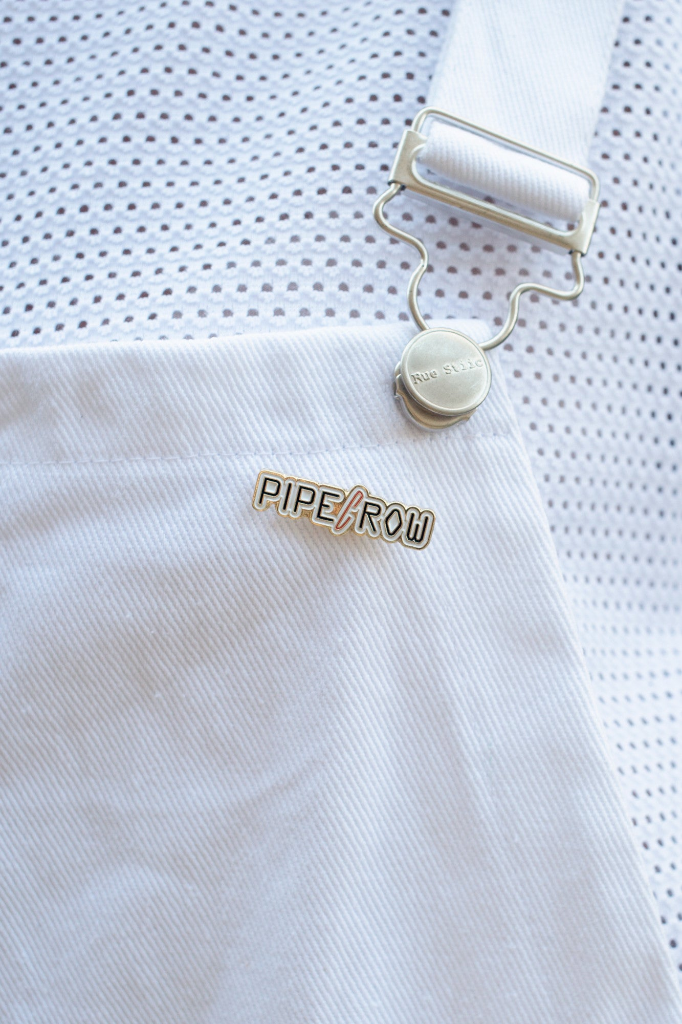 PIPE AND ROW ENAMEL PIN