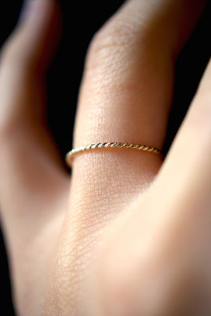 TWISTED THIN STACKING RING