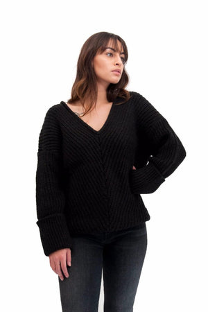 V-NECK TEXTURED SWEATER BLACK