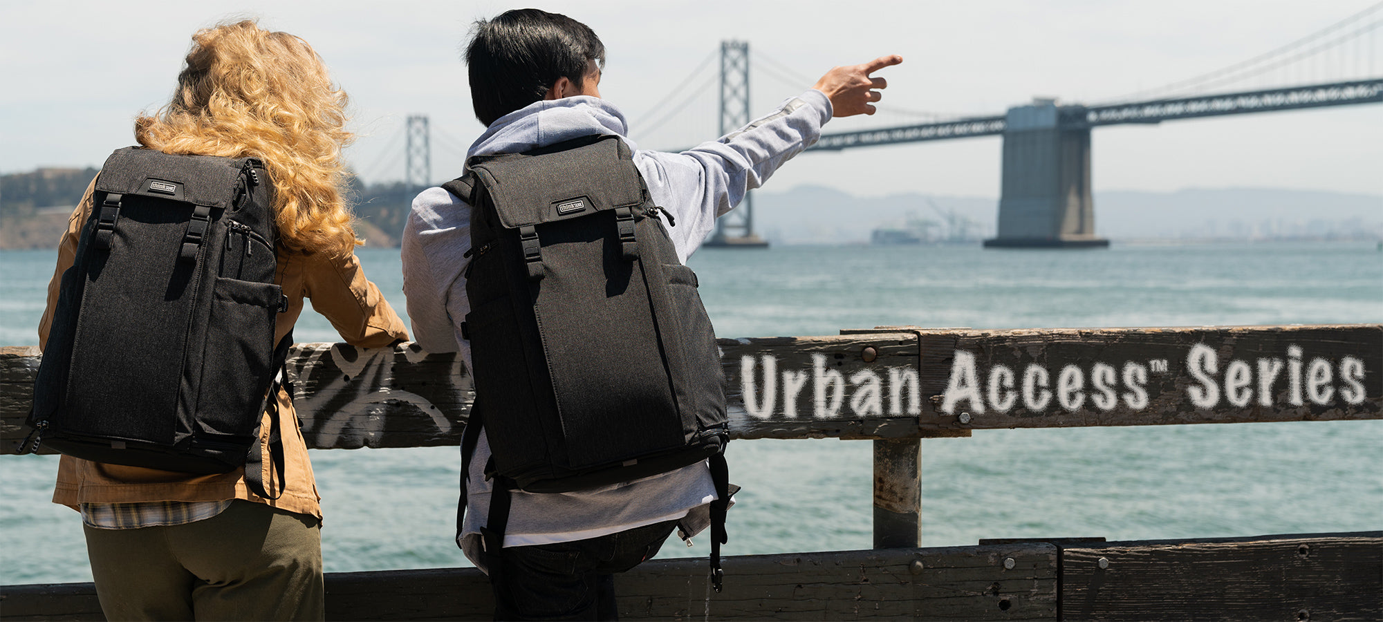 Urban Access enables you to get to your gear quickly—whether on the run or in the studio. Access panels on both sides enable you to sling the backpack left or right