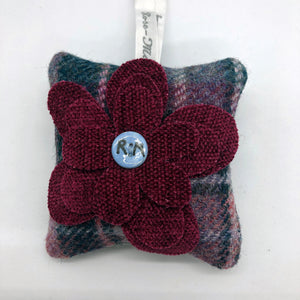 This square shaped bag has a large pink fabric flower embellishment on the front with one of our handmade ceramic buttons in the centre. the tweed is a mixture of pinks and greens. Filled with locally grown Yorkshire lavender.