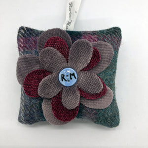 This square bag has a lilac and pink fabric flower embellishing the front. The tweed is a mixture of green and pink colours. Filled with locally grown Yorkshire lavender.