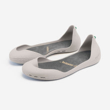 Load image into Gallery viewer, Freshoes Light Grey with the Suede leather insoles Ash Grey perspective view