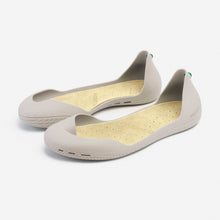 Load image into Gallery viewer, Freshoes Light Grey with the Vegan leather insoles Beige perspective view