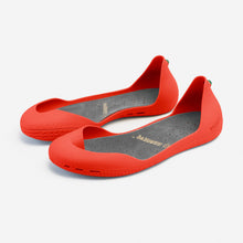 Load image into Gallery viewer, Freshoes Pepper Red with the Suede leather insoles Ash Grey perspective view