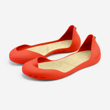 Load image into Gallery viewer, Freshoes Pepper Red with the Vegan insoles Beige perspective view
