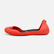 Load image into Gallery viewer, Freshoes Pepper Red with the Vegan insoles Black side view