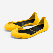 Load image into Gallery viewer, Freshoes Yellow Sun with the Vegan insoles Black perspective view