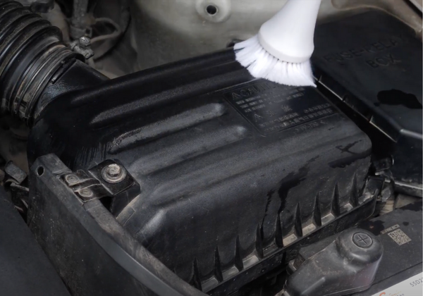 Car Cleaning Gun To Clean Engine Bay