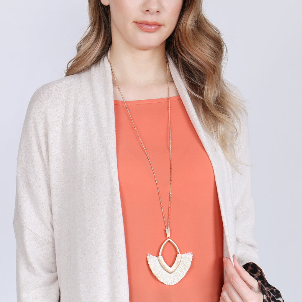TASSEL WITH METAL PENDANT NECKLACE