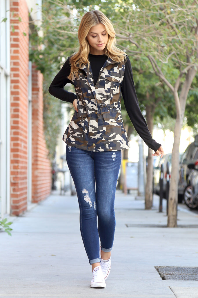 Camouflage Hooded Pocket Vest Jacket