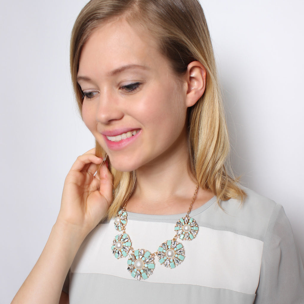 ROUND FLOWER STATEMENT NECKLACE
