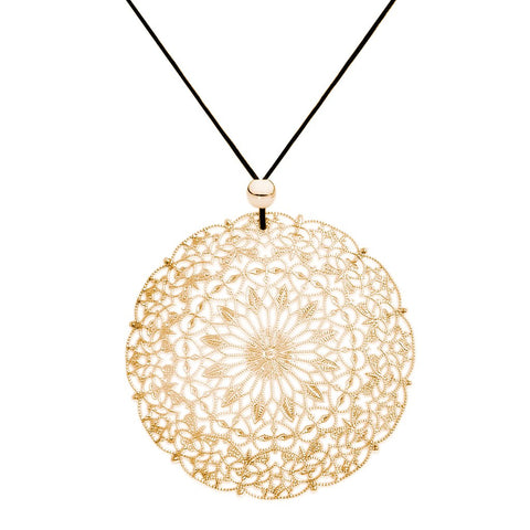 Fabuleux Vous Lacey Circle Necklace