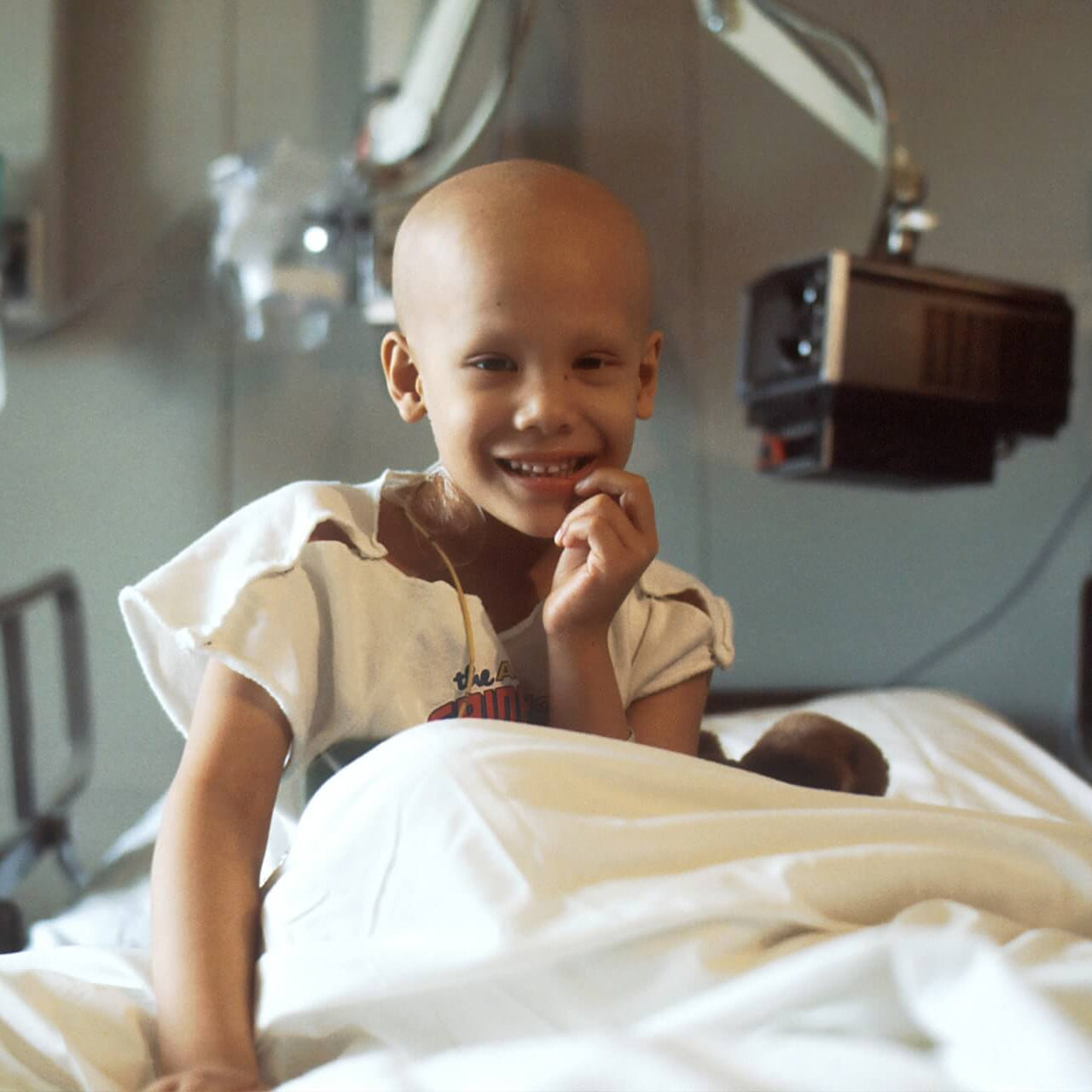 Child with cancer during treatment on bed in hospital. - JWLRY fight against cancer