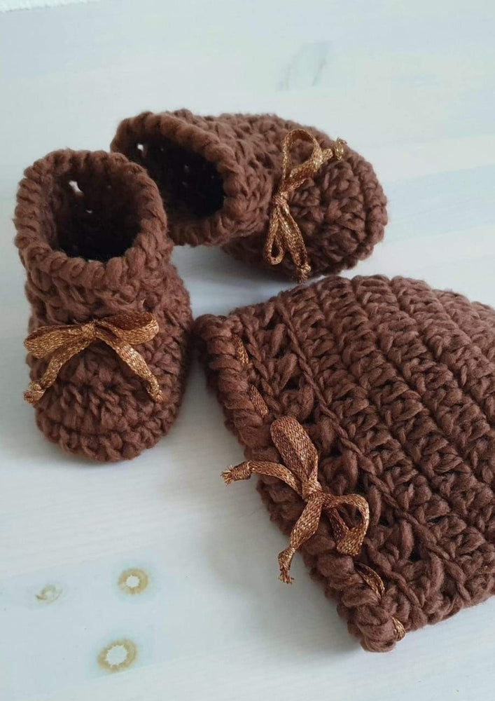 Baby Booties & Cute Hat. Сashmere