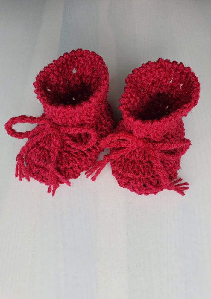 Baby set. Hat & booties. Mix fibers yarn