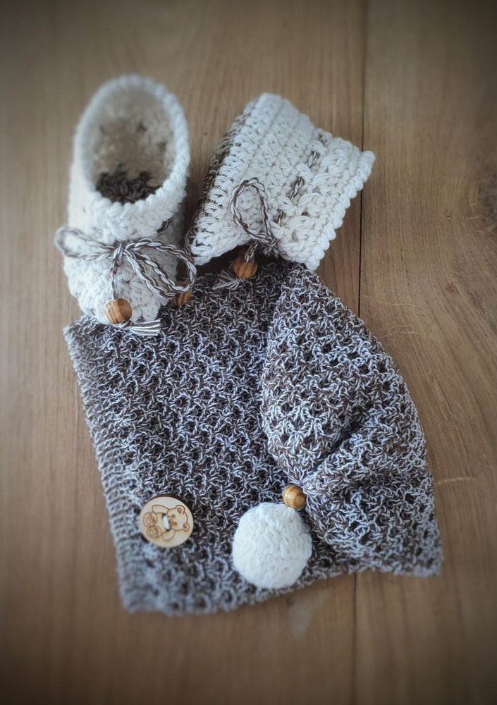 Baby set. Hat + booties. 100% Superfine Merino Wool