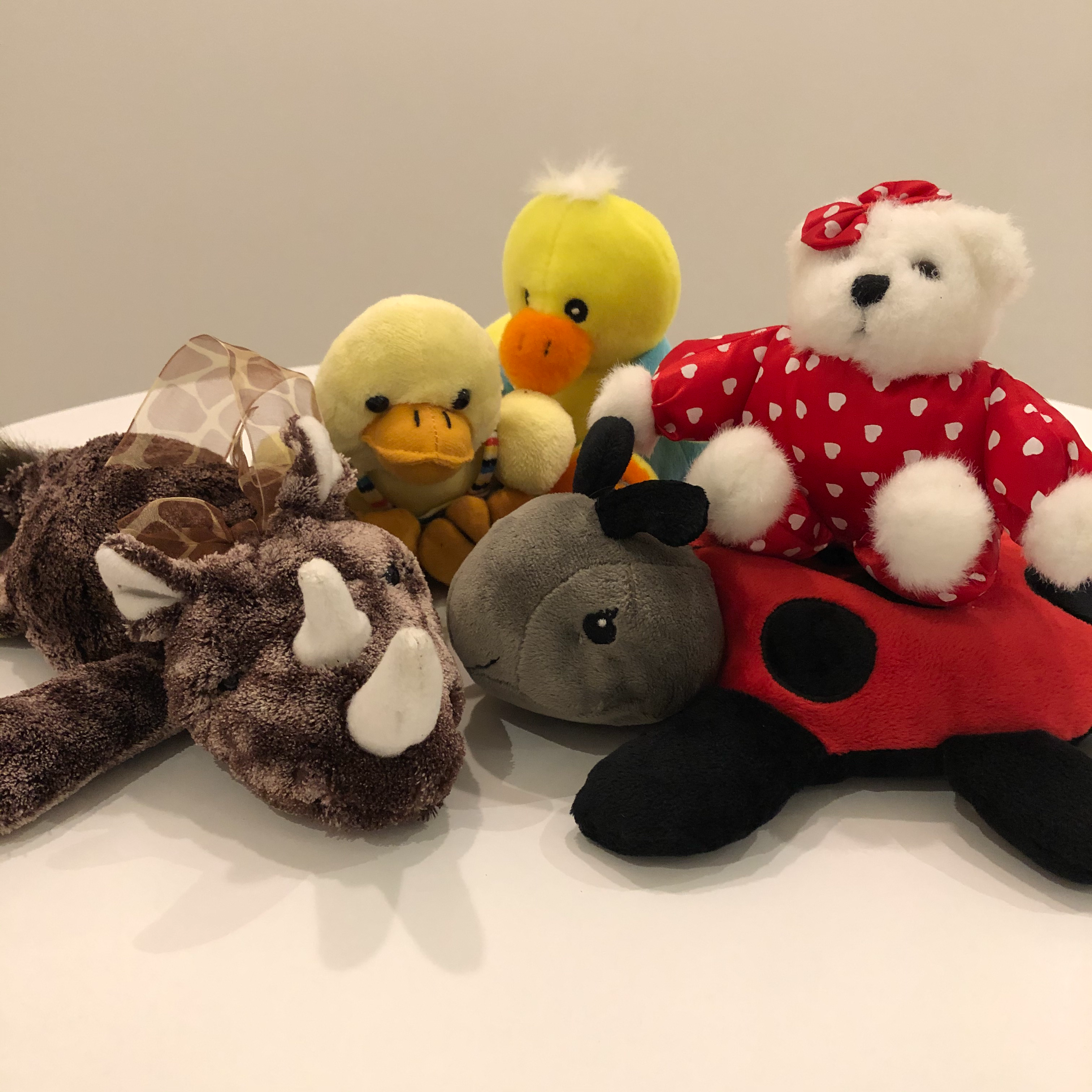 Ensemble de divers peluches