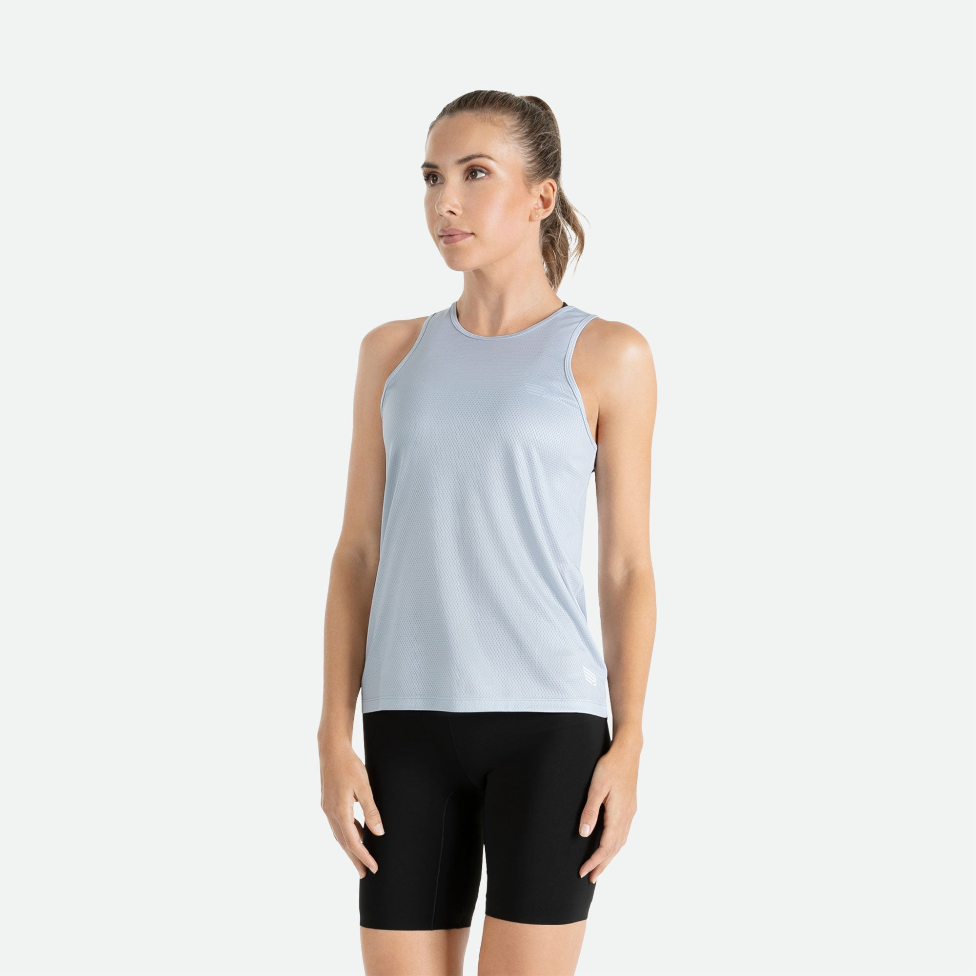 Our Pressio women's light grey Hāpai wideback singlet features EcoTECH MF fabric which has dual filament recycled polyester yarns from Unifi for superior moisture control to keep you dry.