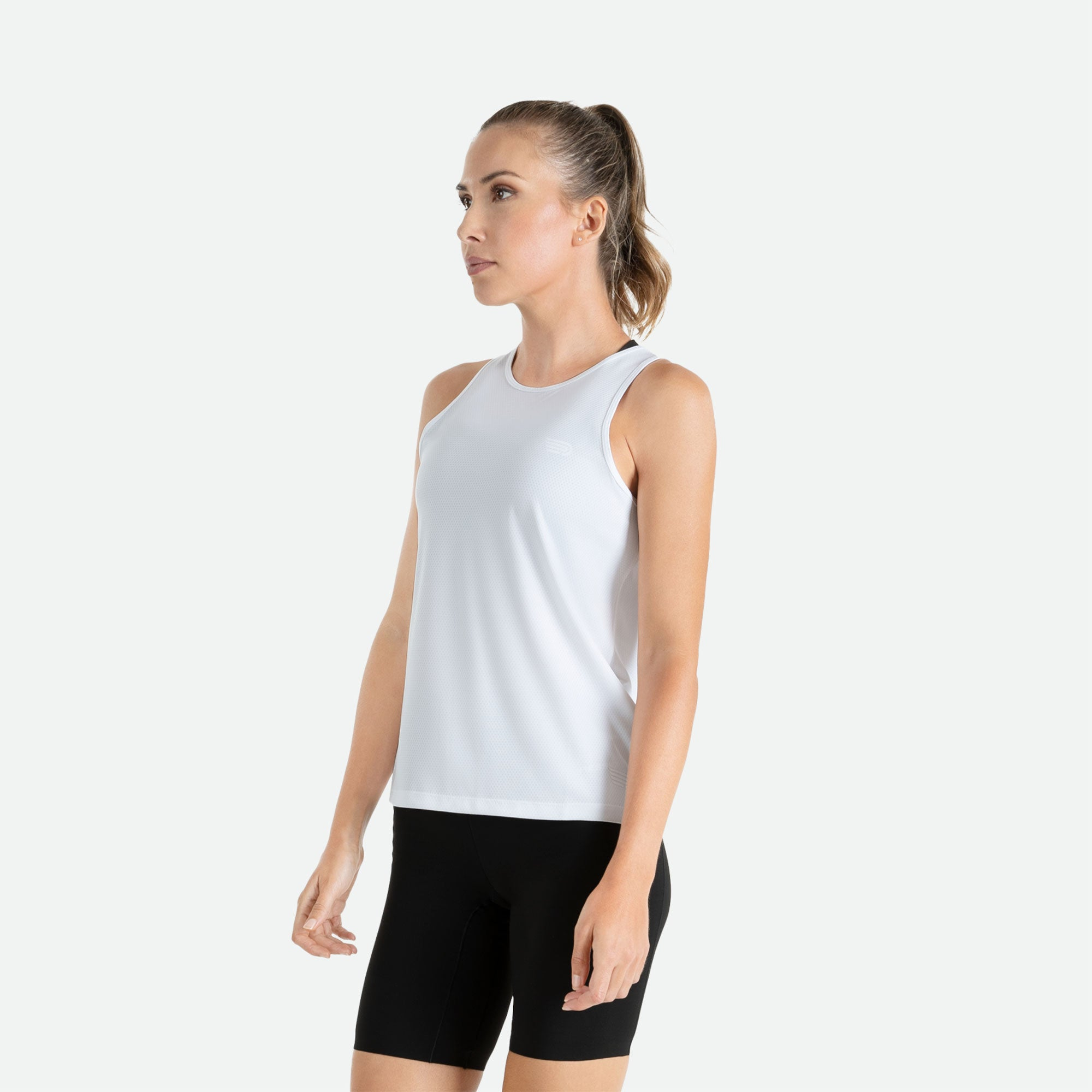 Our Pressio women's white Hāpai wideback singlet features EcoTECH MF fabric which has dual filament recycled polyester yarns from Unifi for superior moisture control to keep you dry.